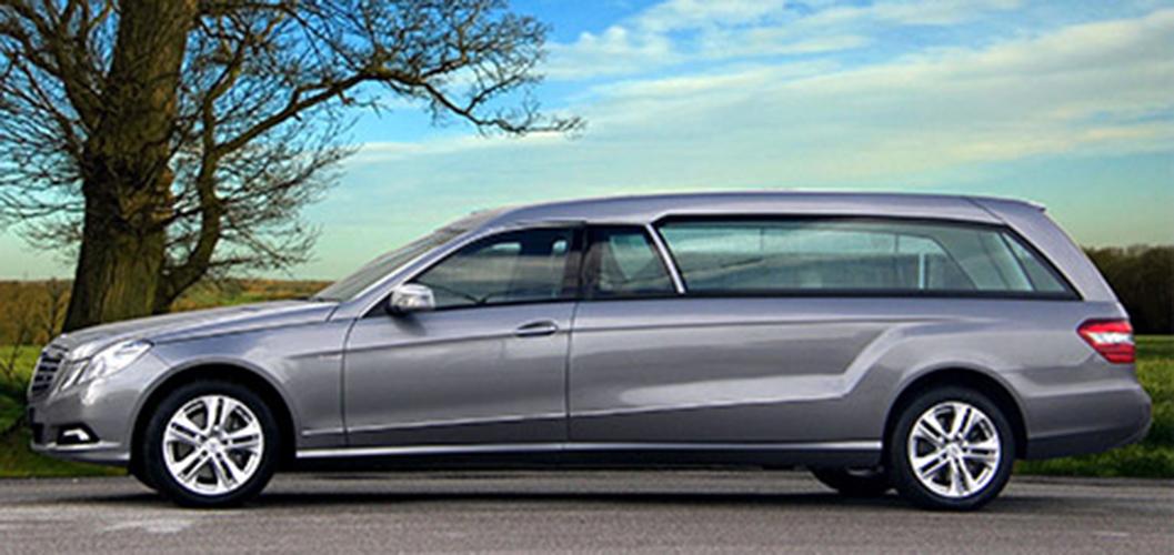 immagine di un'auto adibita al trasporto funebre