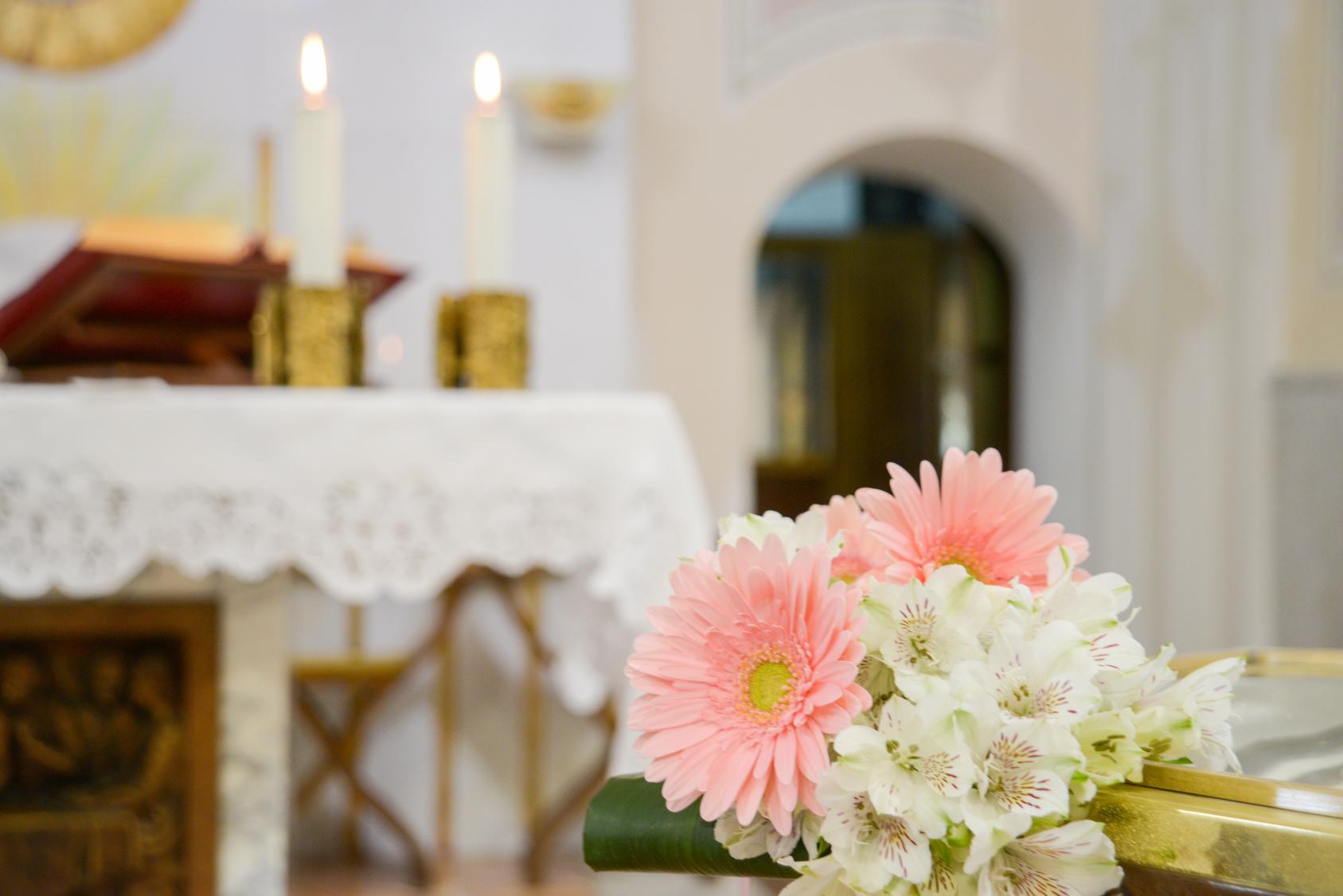 Addobbi funerari in chiesa