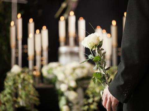 elementi di un tipico arredo funebre