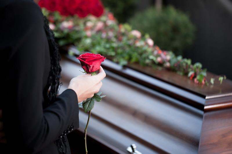 Organizzare un funerale tramite un'agenzia funebre