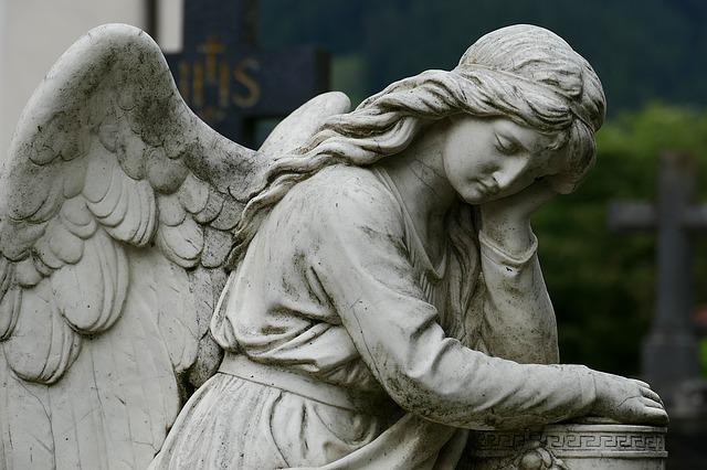 monumento funebre esemplificativo per rappresentare una morte apparente