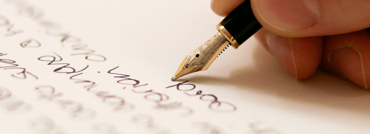 immagine di una persona che scrive un telegramma di condoglianze