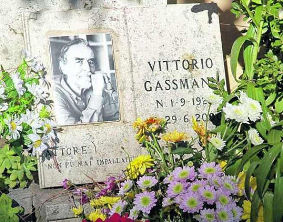 Tomba Vittorio Gassman al cimitero Verano